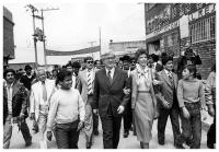 Virgilio Barco, campaigning in the neighborhoods of the southern part of Bogotá, during the  campaign for the 1982-1986 Presidency. Photo: S.I, S.F.