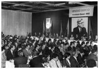 Panoramic view of a political meeting of the Liberal candidate to the Presidency, Virgilio Barco, 1982. At the head table, his wife, Carolina Isakson de Barco. Photo: S.F.