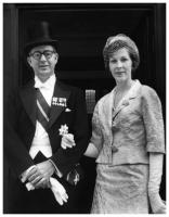 Virgilio Barco and his wife, Carolina Isakson, on the day they presented credentials as Colombian Ambassadors before the British government, in 1961. Photo: copy by Hernán Díaz.