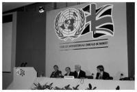 Virgilio Barco, President of Colombia, speaks at the World Ministerial Drugs Summit in London, accompanied by members of his cabinet. May 9-11, 1990. Photo: S.I.
