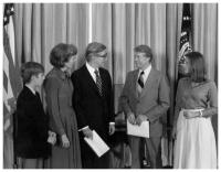 Virgilio Barco presents his credentials as Ambassador of Colombia to Jimmy Carter, President of the United States, accompanied by his wife, Carolina Isakson de Barco, and their daughter, Diana, and son, Virgilio. Washington,10/07/1977.